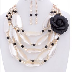 FLOWER N PEARL NECKLACE